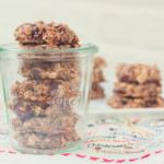 朝食にチョコっと!チアシードとオーツ麦のクッキーの写真。