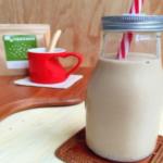 ホワイトチアシード入りコーヒー牛乳の写真。
